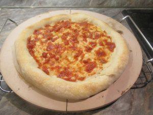 Elősütött pizza paradicsomos alappal