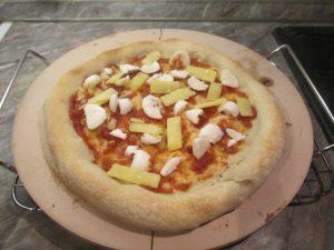 Elősütött pizza feltéttel
