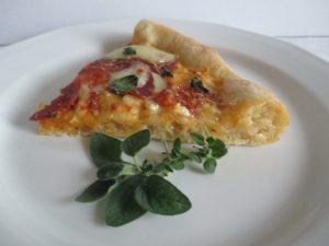 Szalámis pizza szelet