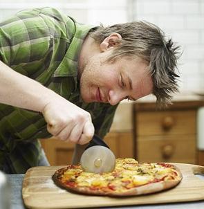 Jamie Oliver pizzavágó - szeletelés