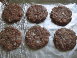 Hamburger pogácsák sütes előtt