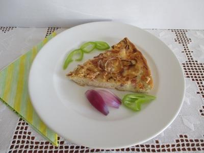 Kenyérlángos pizzatepsiben sütve