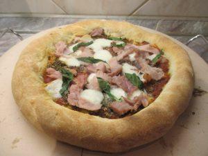 Sonkás pizza sütve