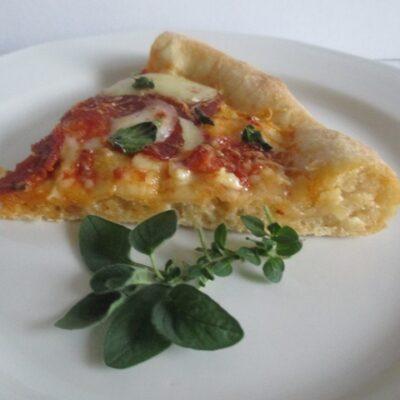 Pizza készítő eszközök, tálalás
